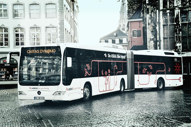 Vorstellung des ASEAG-Hybridbusses auf dem Aachener Markt.
