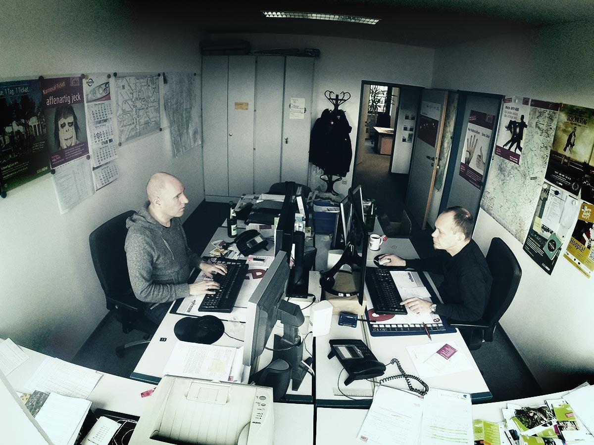 Blick in das Redaktionsbüro des Social Media Teams.