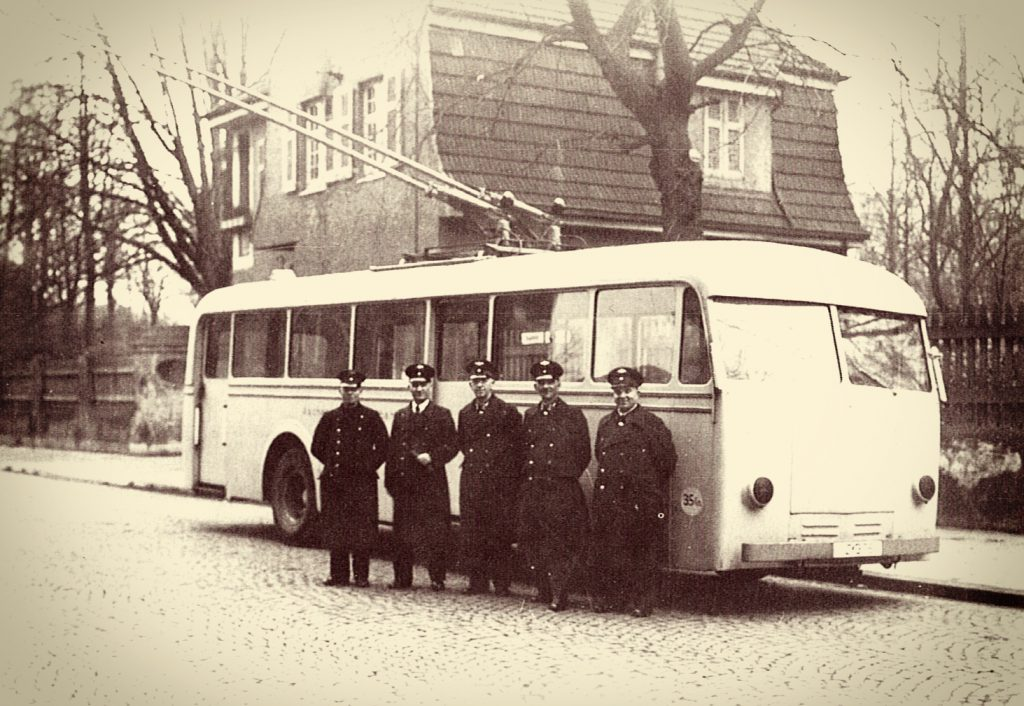 Ein O-Bus auf Testfahrt in der Paßstraße in Aachen.
