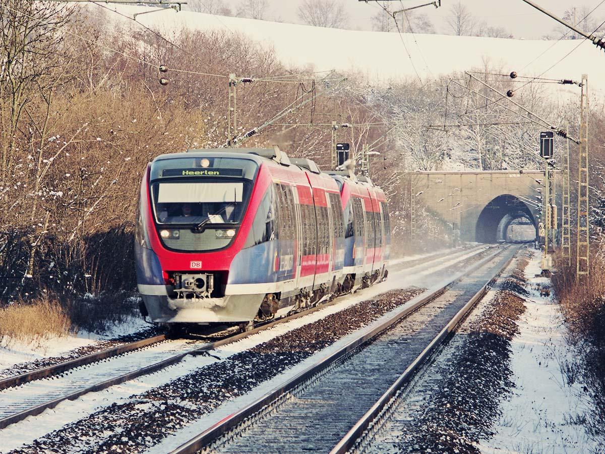 Die euregiobahn im Winter zwischen Stolberg und Eilendorf