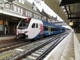 Ein Zug von Arriva im Bahnhof Maastricht