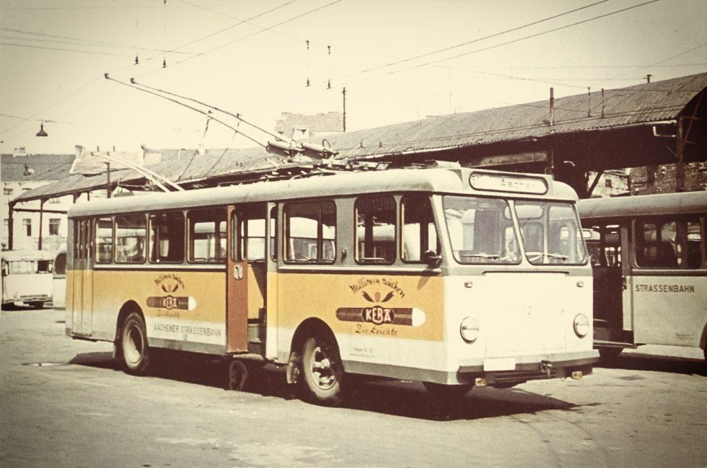 O-Bus 12 im Depot Scheibenstraße.