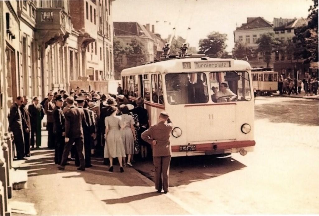 Ein O-Bus am Kaiserplatz 1951.