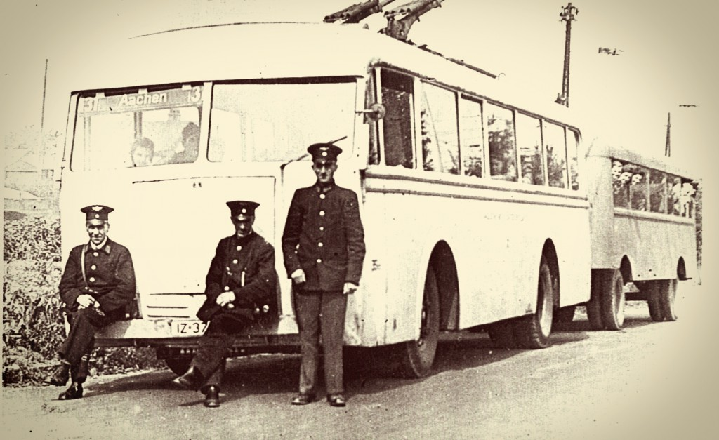 O-Bus Nr. 2 mit Anhänger im Sommer 1944.