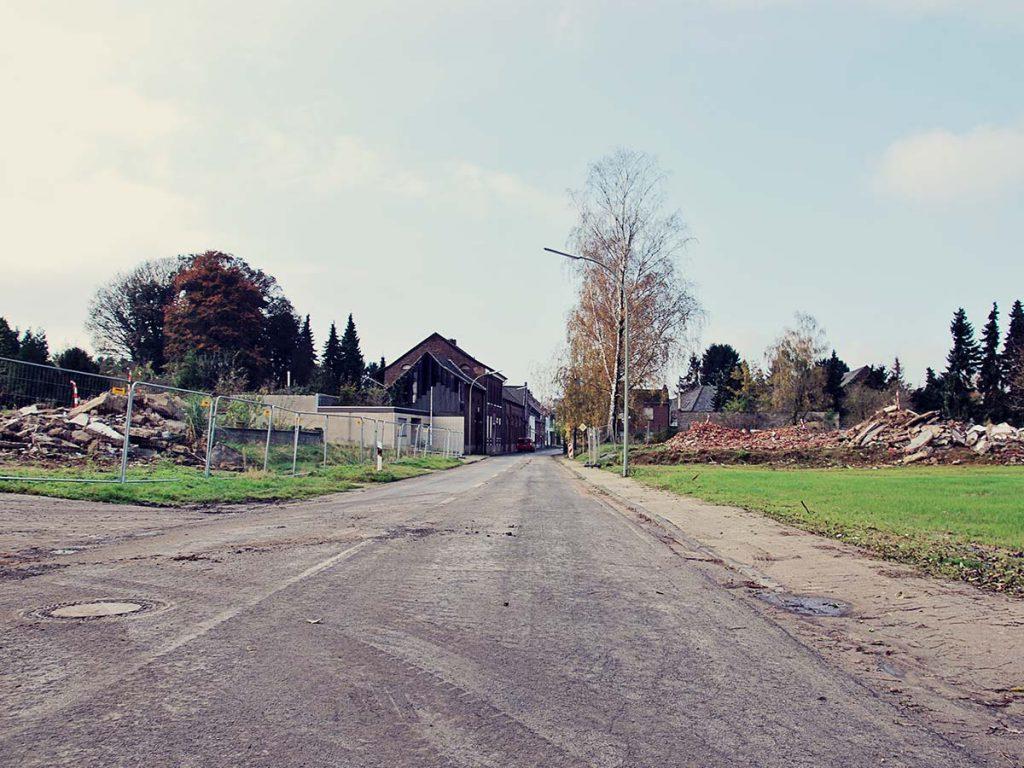 Abrissarbeiten am Ortseingang von Immerath.