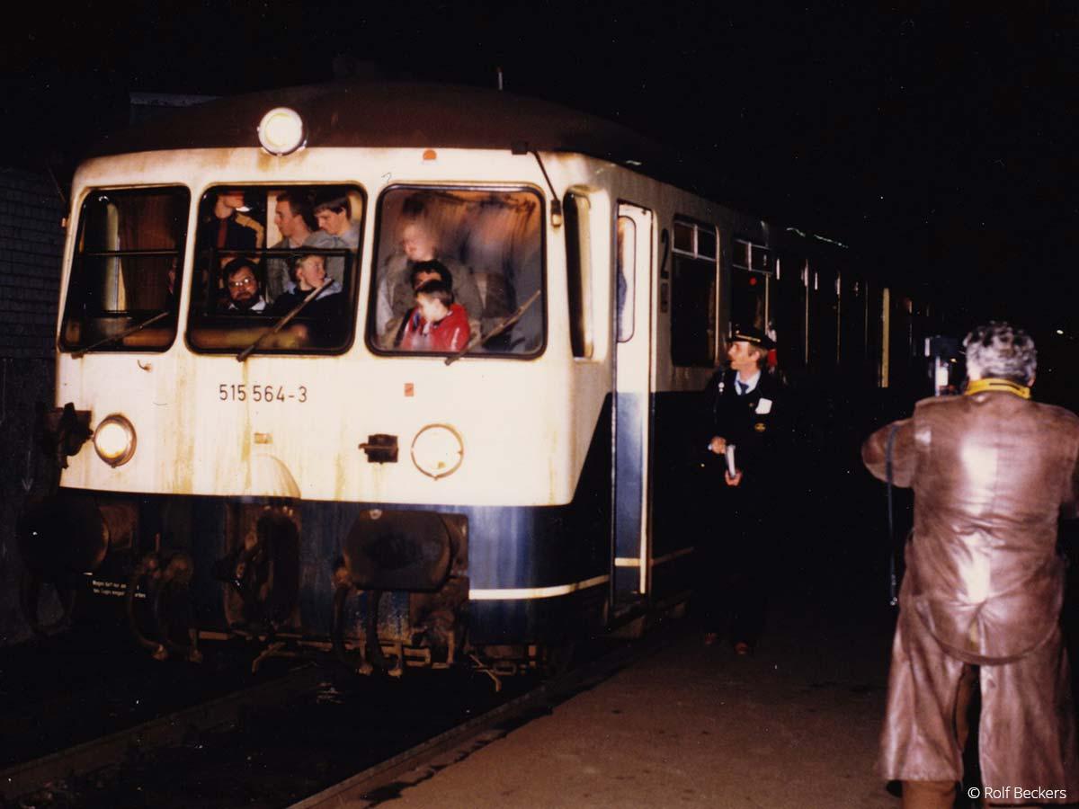 Fahrt des letzten Schienenbusses in 1984. Foto: Rolf Beckers