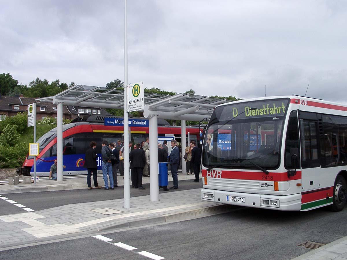 Die erste euregiobahn erreicht den Mühlener Bahnhof