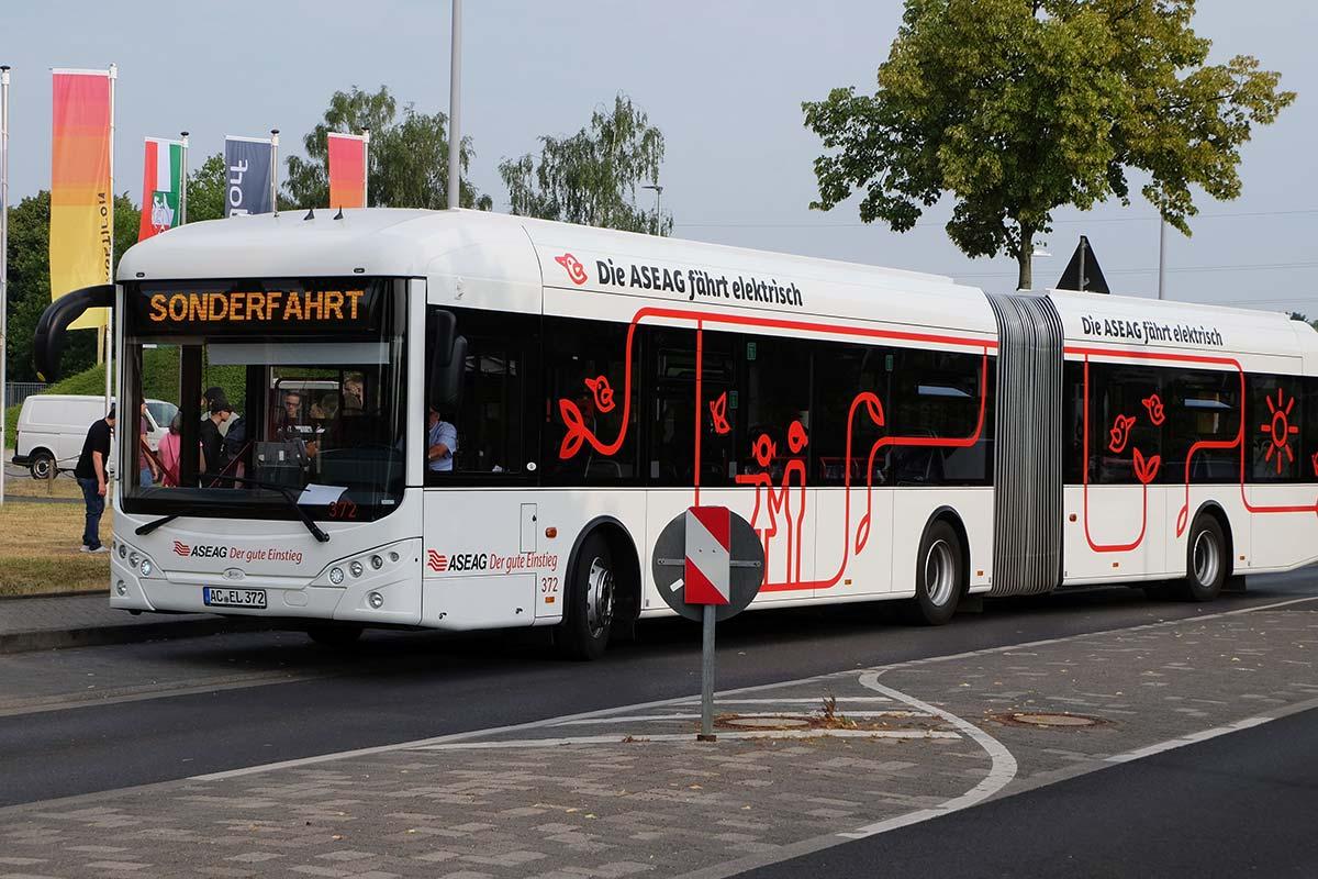 Der Elektrobus unterwegs auf Alsdorfs Straßen